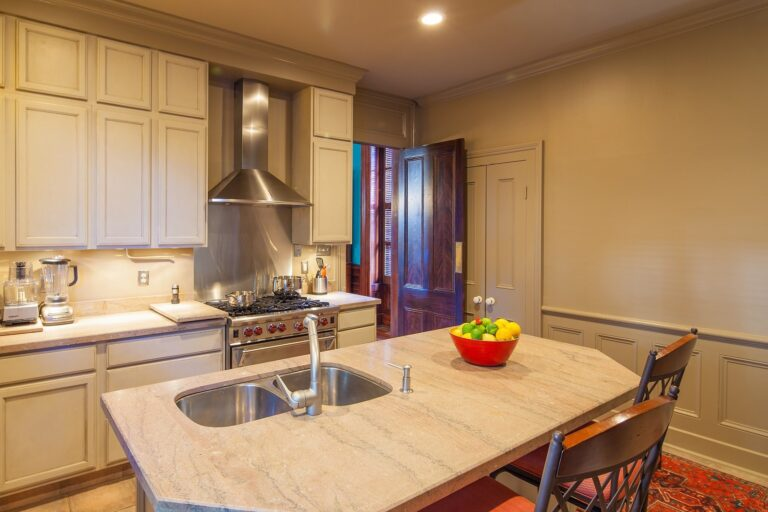 1437 Urania Kitchen